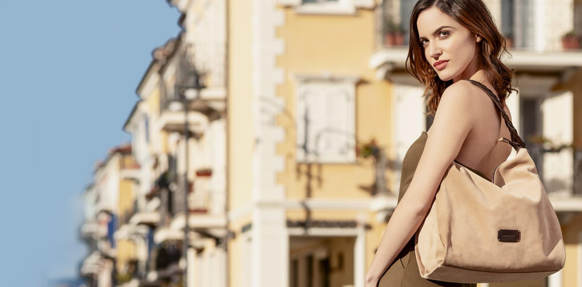 Tại sao phụ nữ thích túi xách